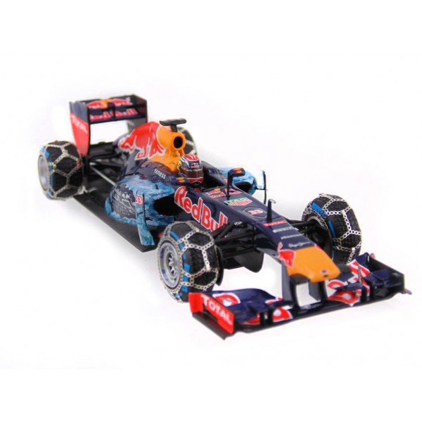 Red Bull Racing Tag Heuer RB 7 Max Verstappen Snow Run 2016 Kitzbühel front right