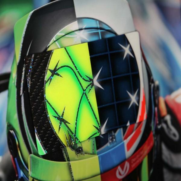 Cuadro de Mick Schumacher con casco de carbono pintado a mano 2017