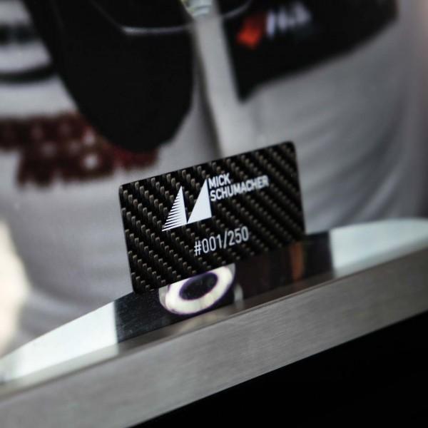 Mick Schumacher Bild mit handlackierter Carbonplatte Helm 2017