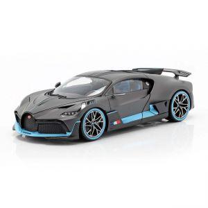 Bugatti Divo Año de construcción 2018 gris mate / azul claro 1/18