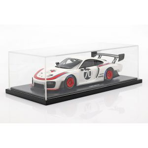Porsche 935 #70 2018 based on 911 (911 II) GT2 RS with display case 1/18