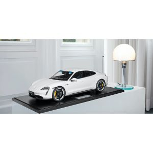 Porsche Taycan Turbo S - 2020 - blanco 1/8