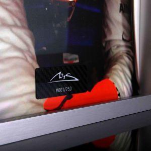 Immagine di Michael Schumacher con elmetto in carbonio dipinto a mano 2012